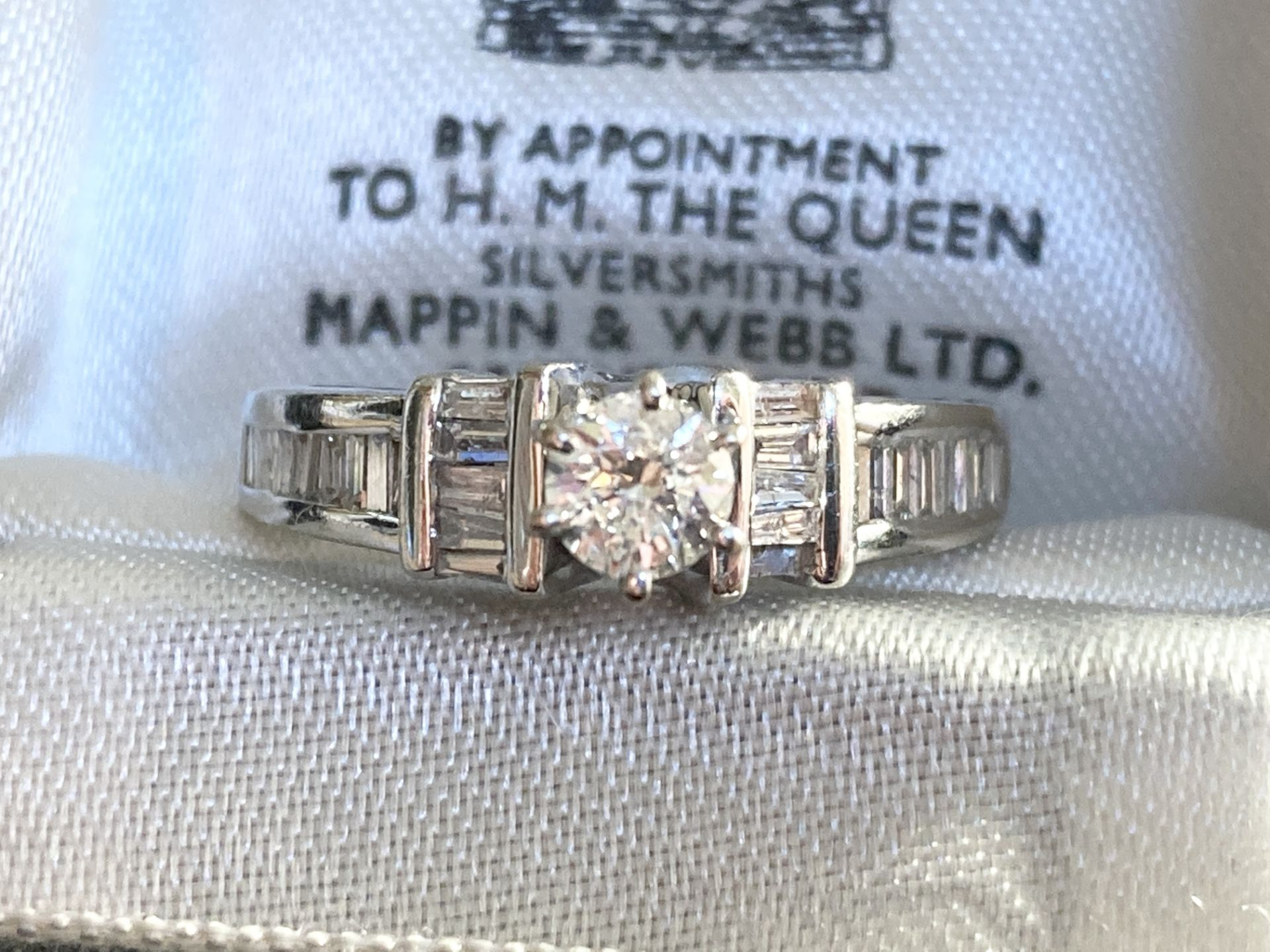 0.7CT DIAMOND RING IN 14CT GOLD - SIZE: N / WEIGHT: 5.2G - Image 2 of 5