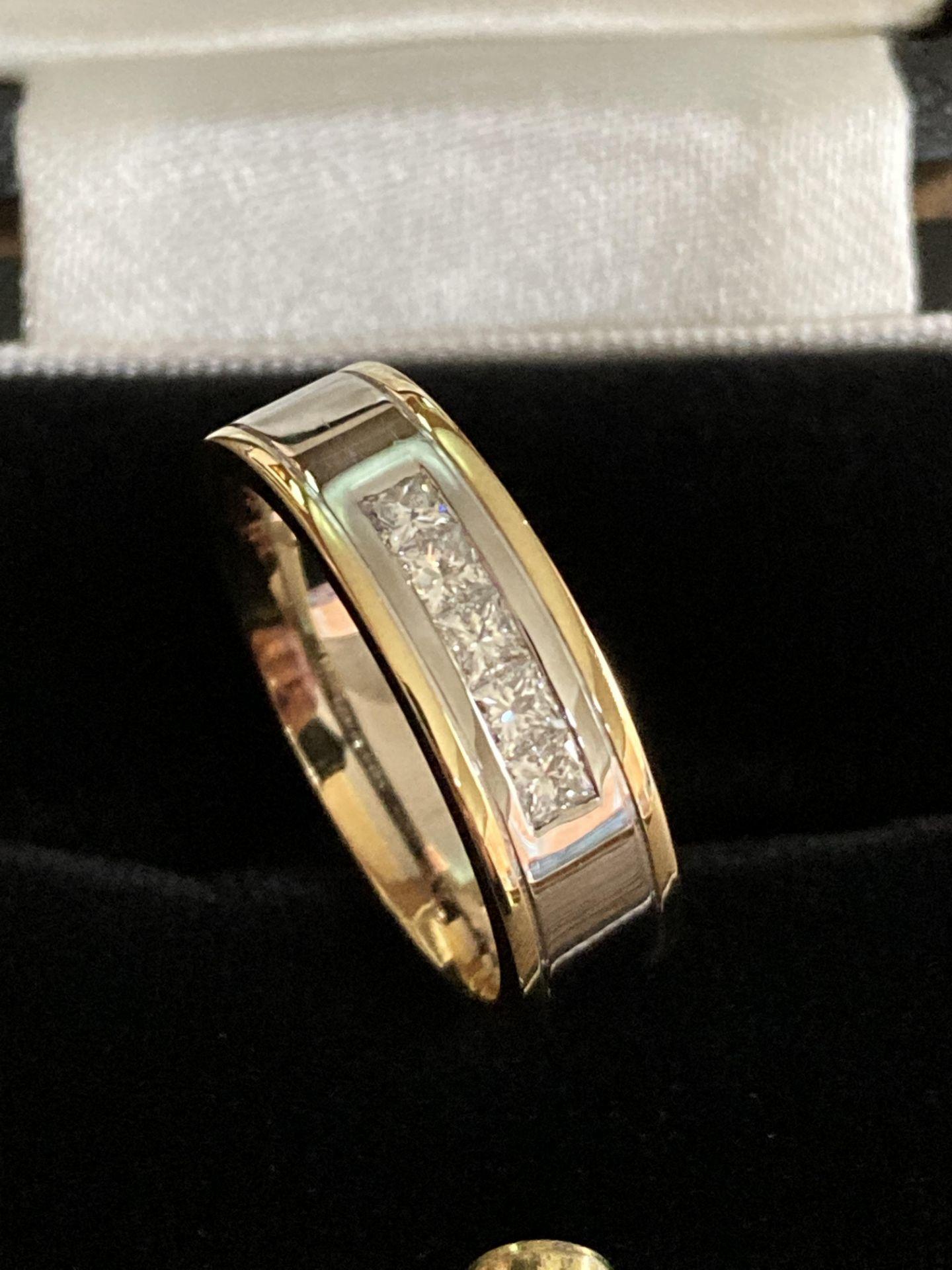 18CT MIXED GOLD DIAMOND RING (PRINCESS CUT) - SIZE: O 1/2 / WEIGHT: 8.9G - Image 2 of 3