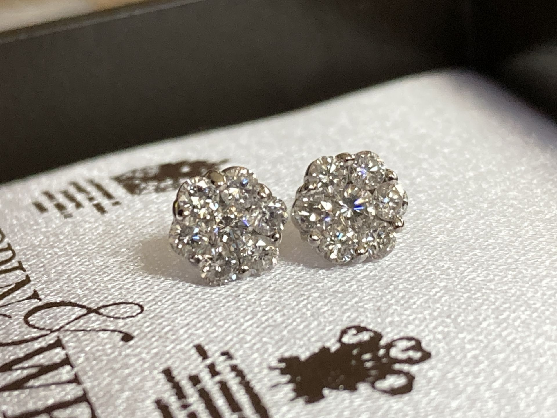 0.7CT DIAMOND 18K EARRINGS
