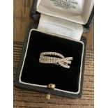DIAMOND RING IN 18CT WHITE GOLD - SIZE: M / WEIGHT: 8.9G