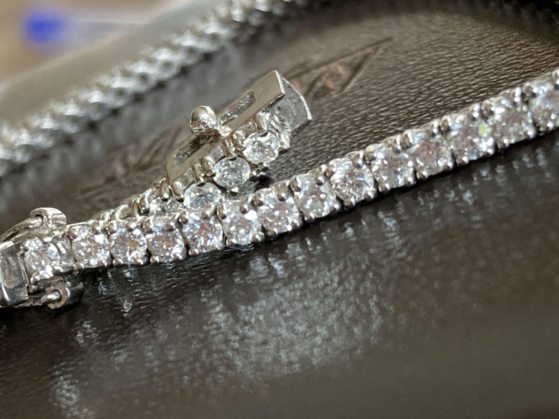 18CT WHITE GOLD 3.2-3.5CT DIAMOND TENNIS BRACELET