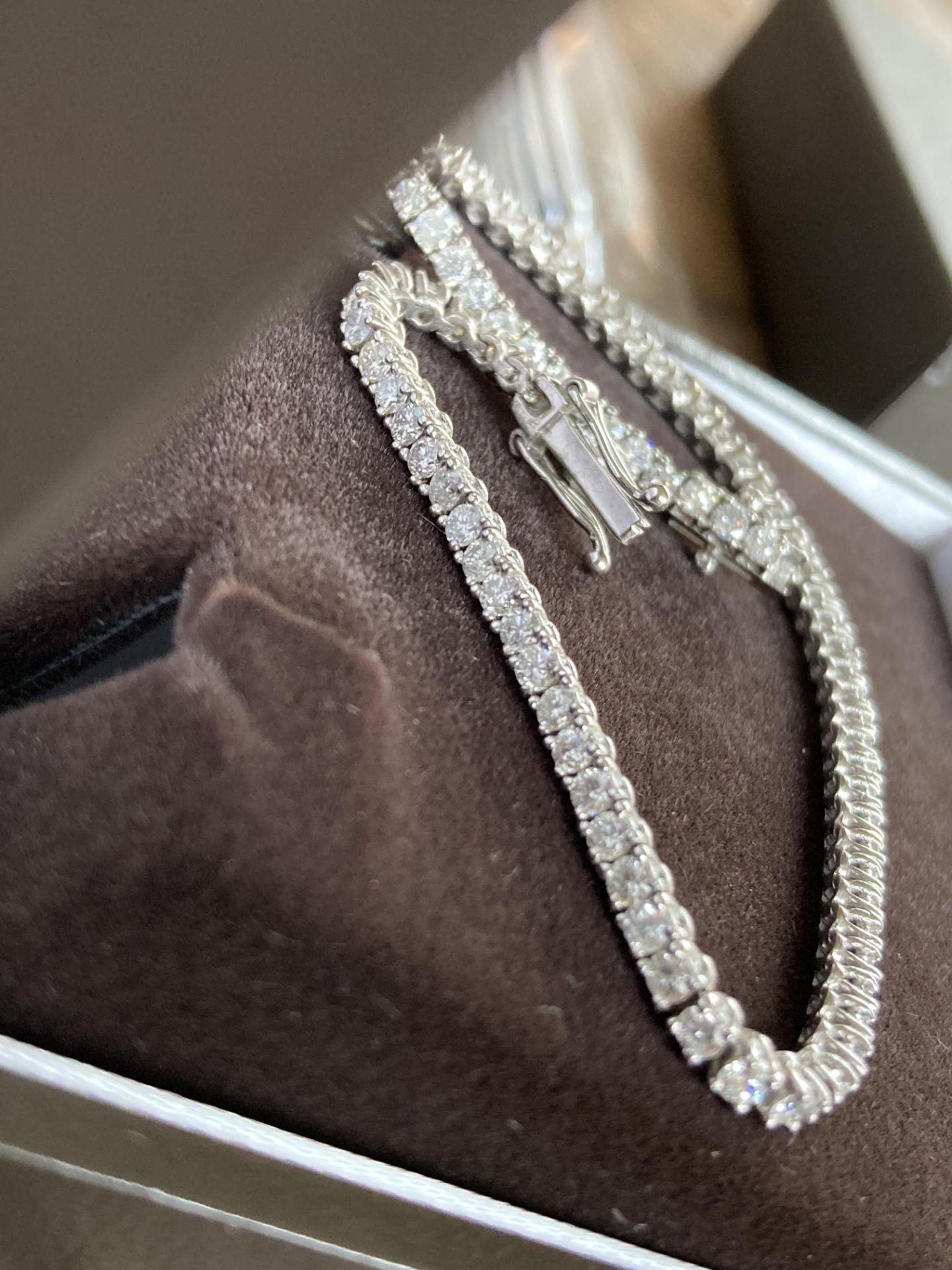 18CT WHITE GOLD 3.2-3.5CT DIAMOND TENNIS BRACELET - Image 2 of 4
