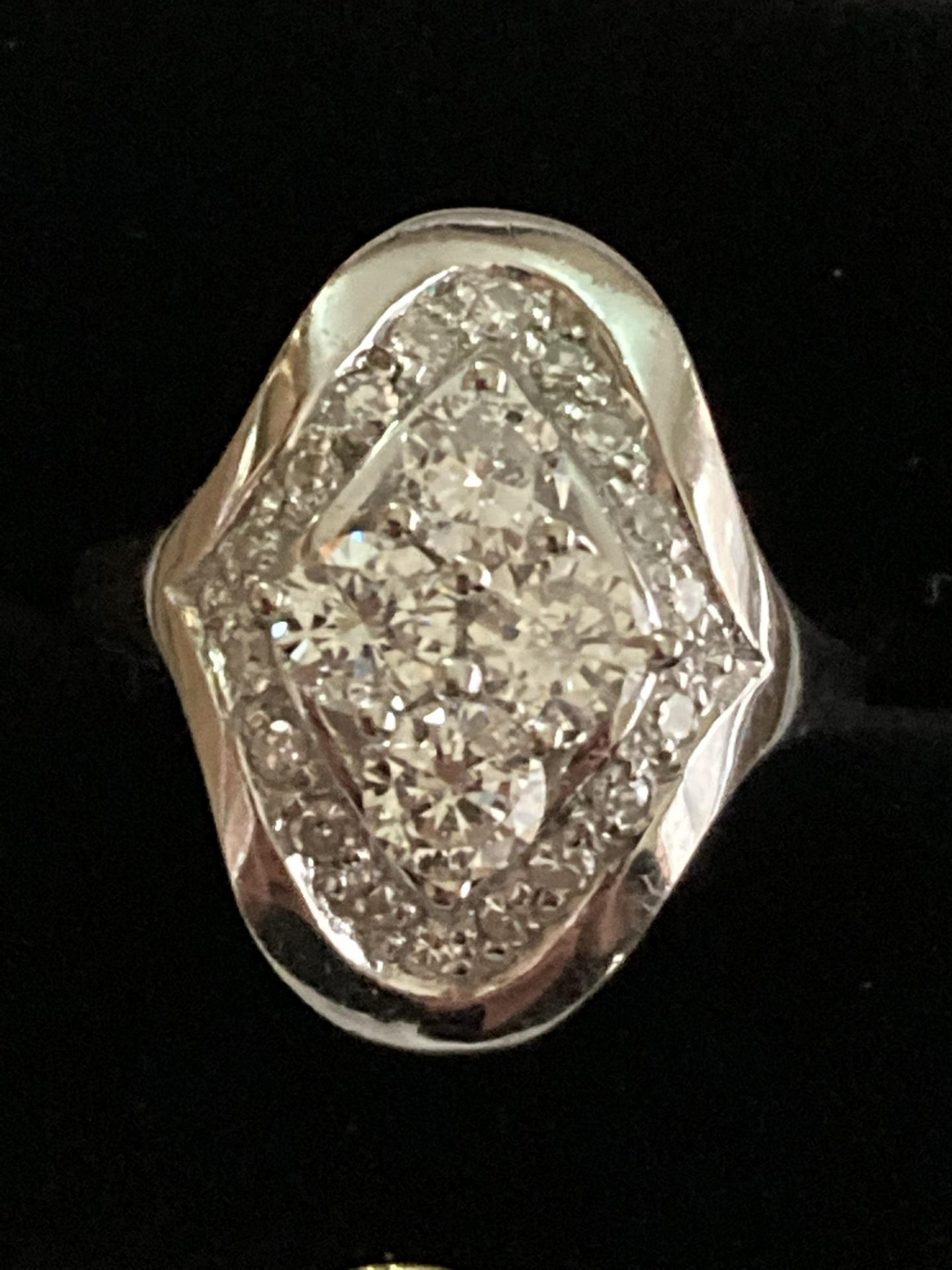 1CT DIAMOND RING IN 14CT WHITE GOLD - SIZE: O 1/2 / WEIGHT: 7.4G - Image 2 of 5