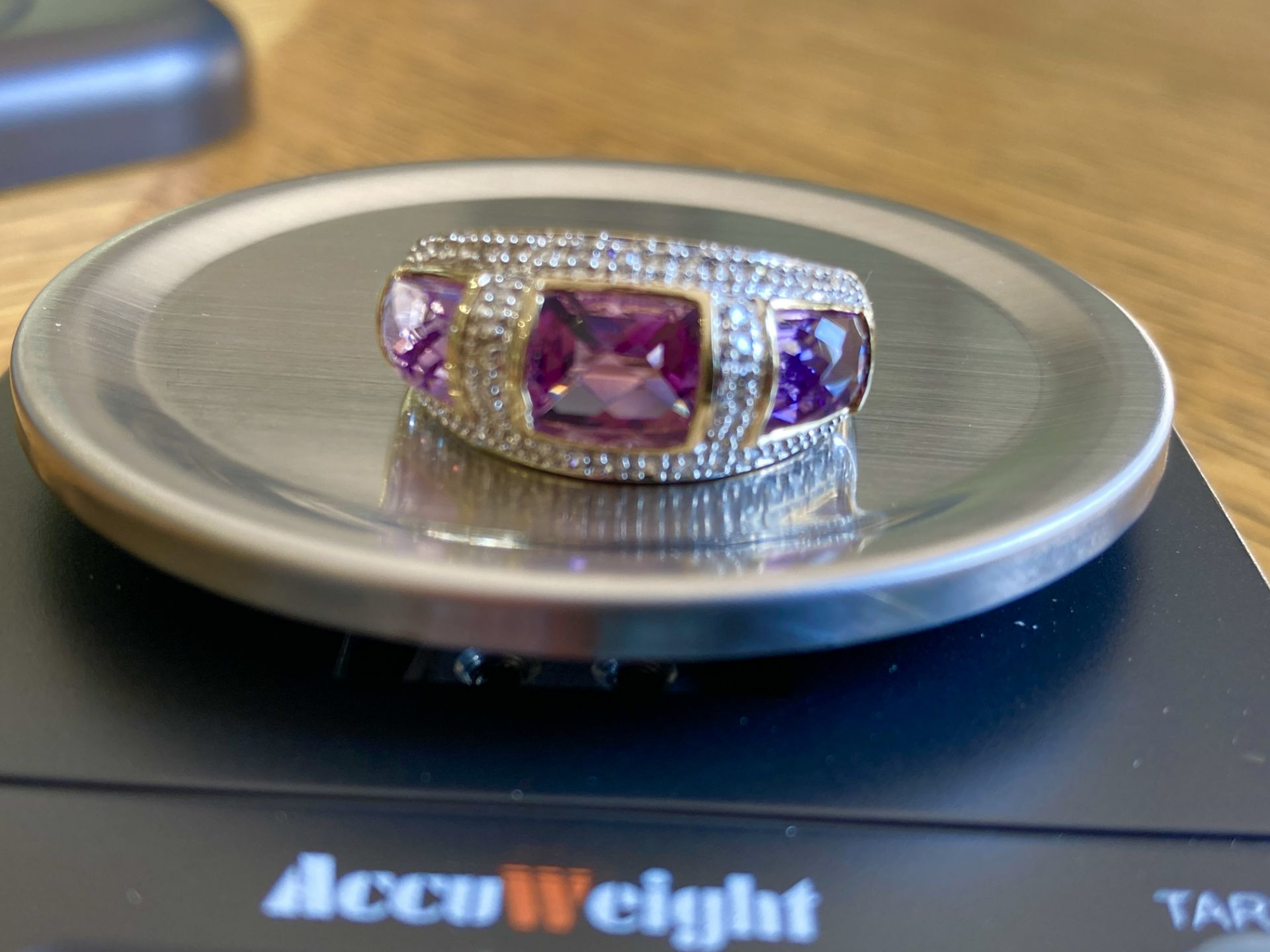 9CT YELLOW GOLD AMETHYST & DIAMOND RING - SIZE: S / WEIGHT: 3.5G - Image 3 of 9