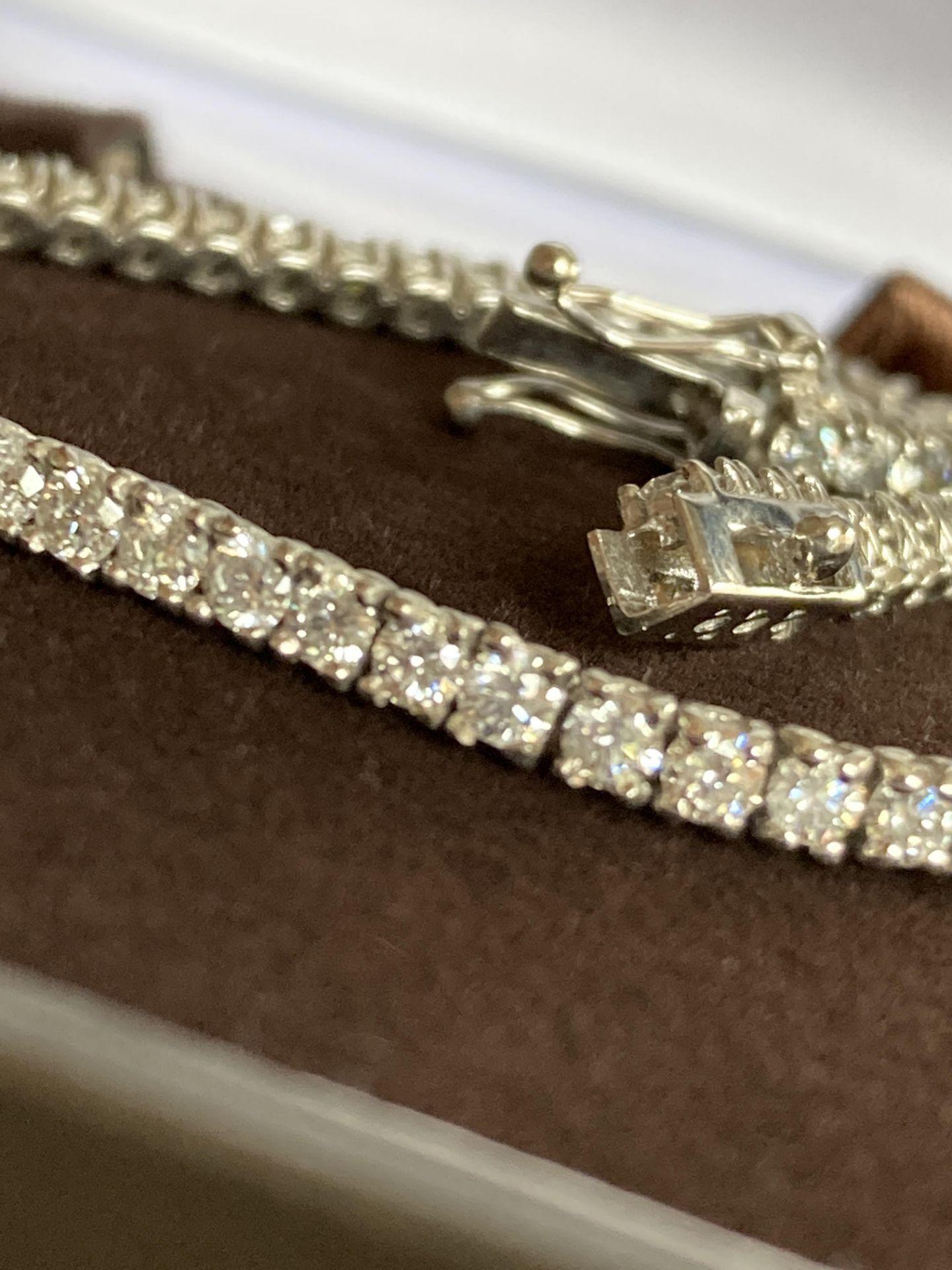 18CT WHITE GOLD 3.2-3.5CT DIAMOND TENNIS BRACELET - Image 3 of 4