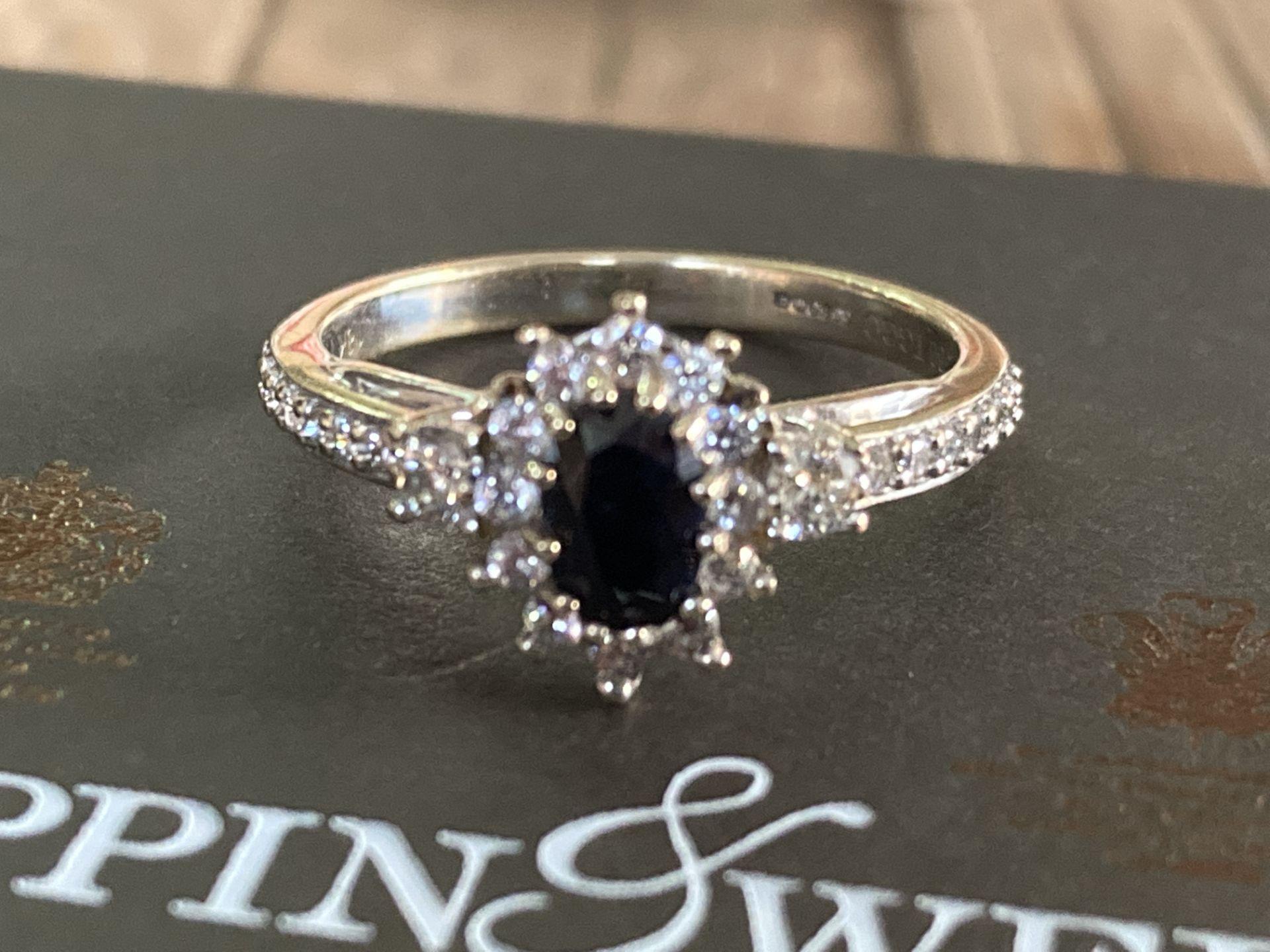 18K GOLD DIAMOND & SAPPHIRE RING - SIZE N /12