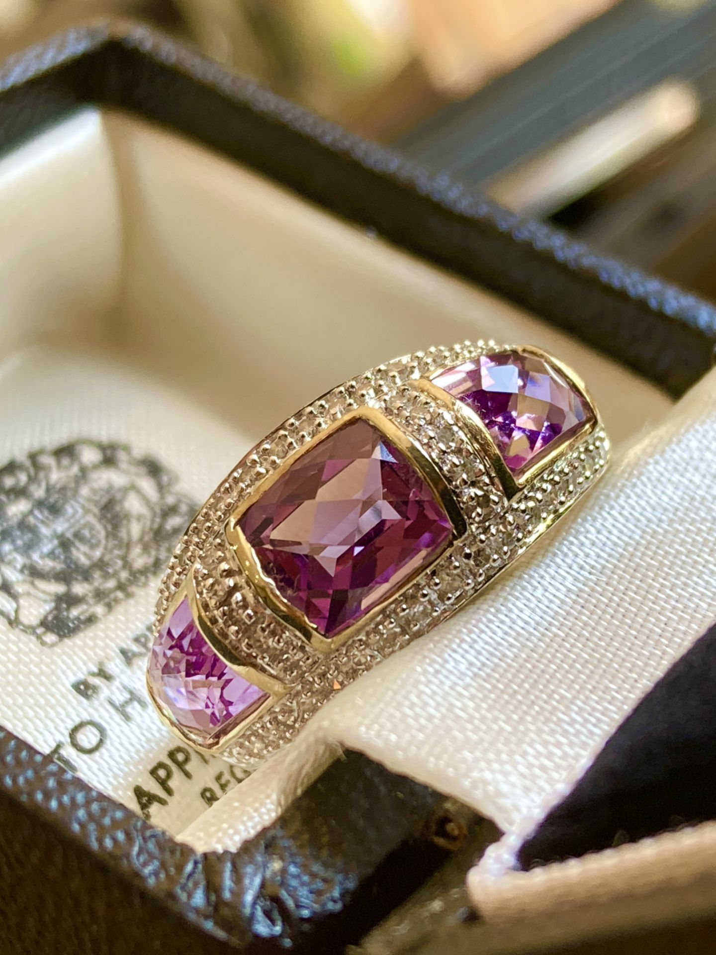 9CT YELLOW GOLD AMETHYST & DIAMOND RING - SIZE: S / WEIGHT: 3.5G - Image 9 of 9