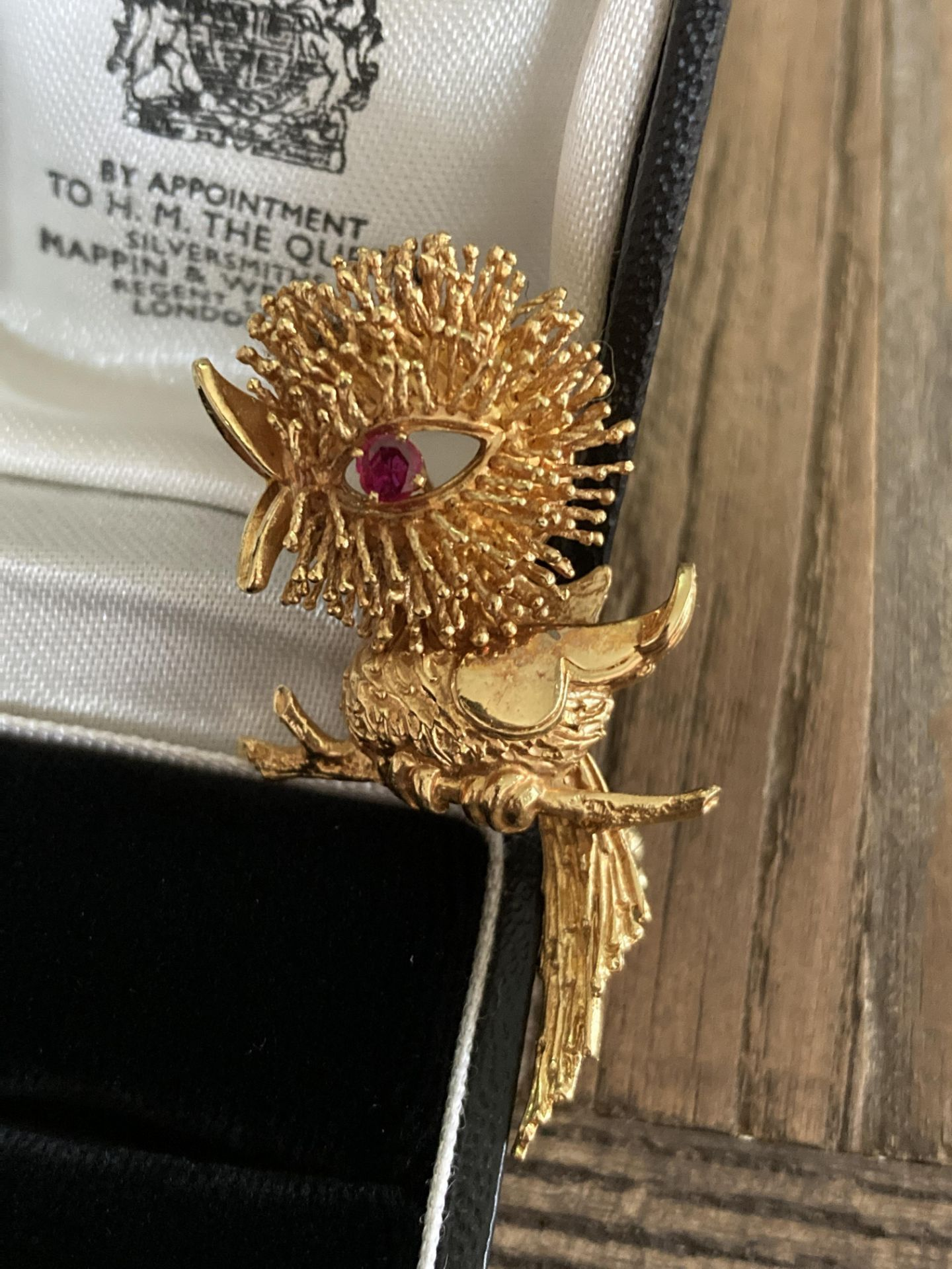 RUBY SET BIRD/ CHICK DESIGN BROOCH IN 18CT YELLOW GOLD - WEIGHT: 13G - Image 2 of 4
