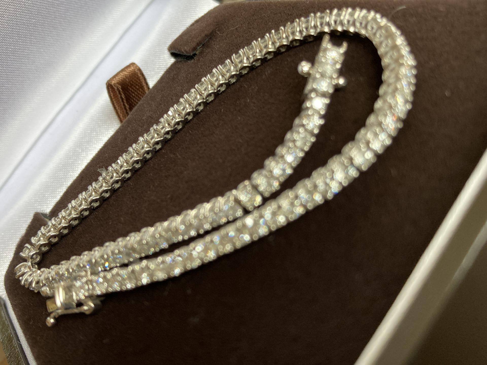 18CT WHITE GOLD 3.2-3.5CT DIAMOND TENNIS BRACELET - Image 3 of 7