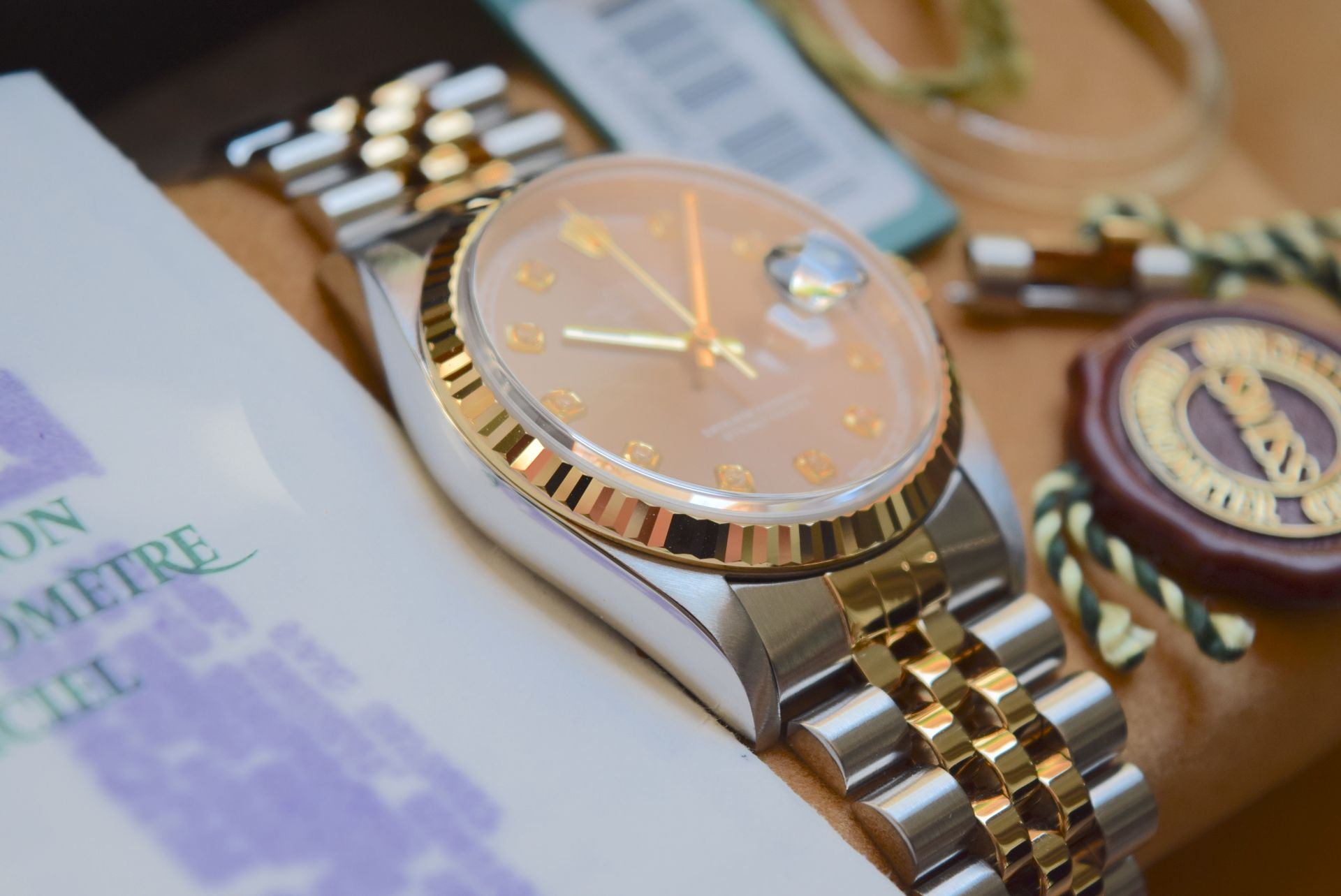 18CT GOLD/ STEEL ROLEX DATEJUST - 36MM, MENS (COMPLETE SET INC BOX, PAPERS, TAGS ETC) - Image 6 of 25