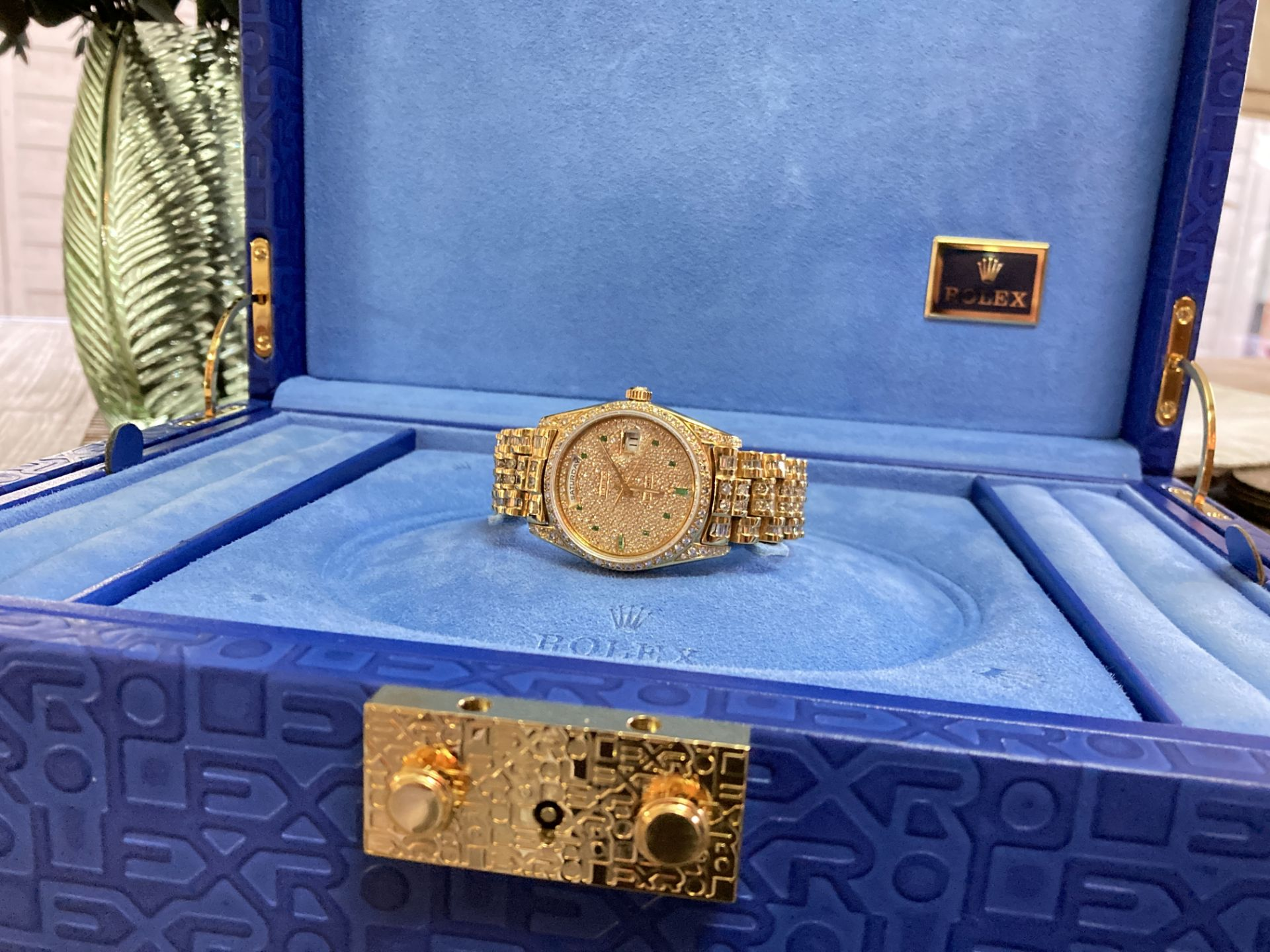 GENTS 36mm ROLEX DAYDATE YELLOW GOLD DIAMOND WATCH - Image 9 of 21