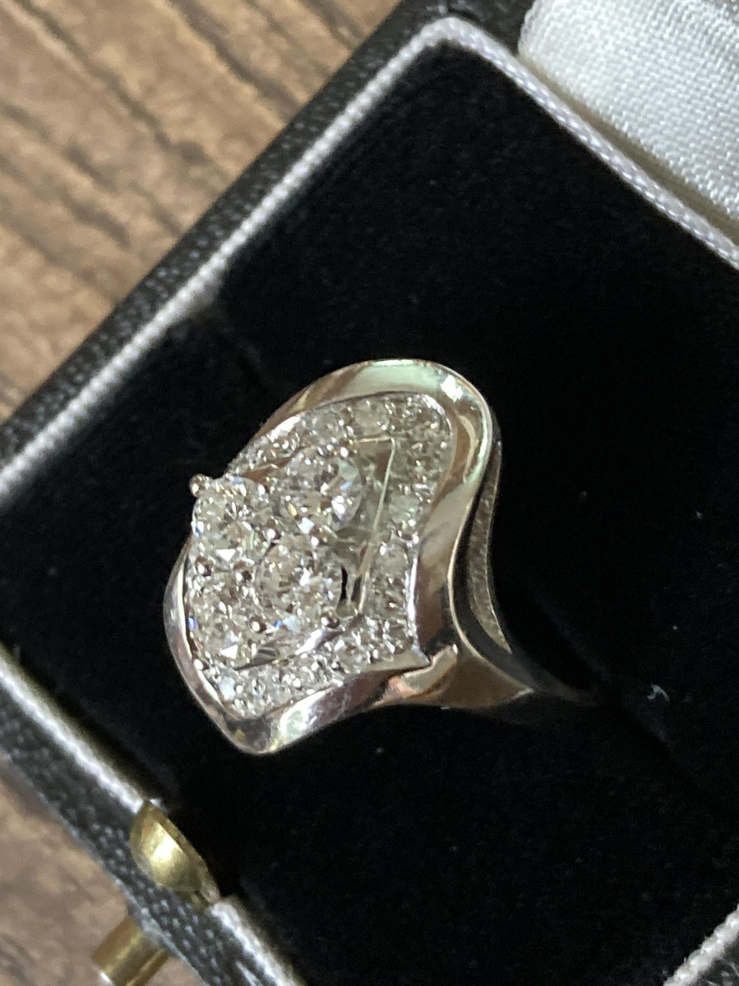 1CT DIAMOND RING IN 14CT WHITE GOLD - SIZE: O 1/2 / WEIGHT: 7.4G - Image 3 of 5