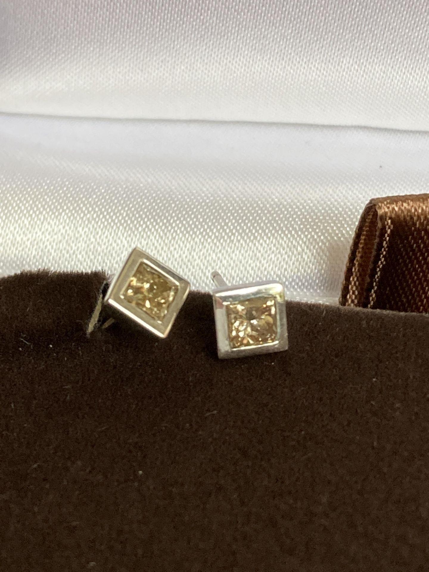 DIAMOND 18K EARRINGS - 0.55CT - Image 2 of 2
