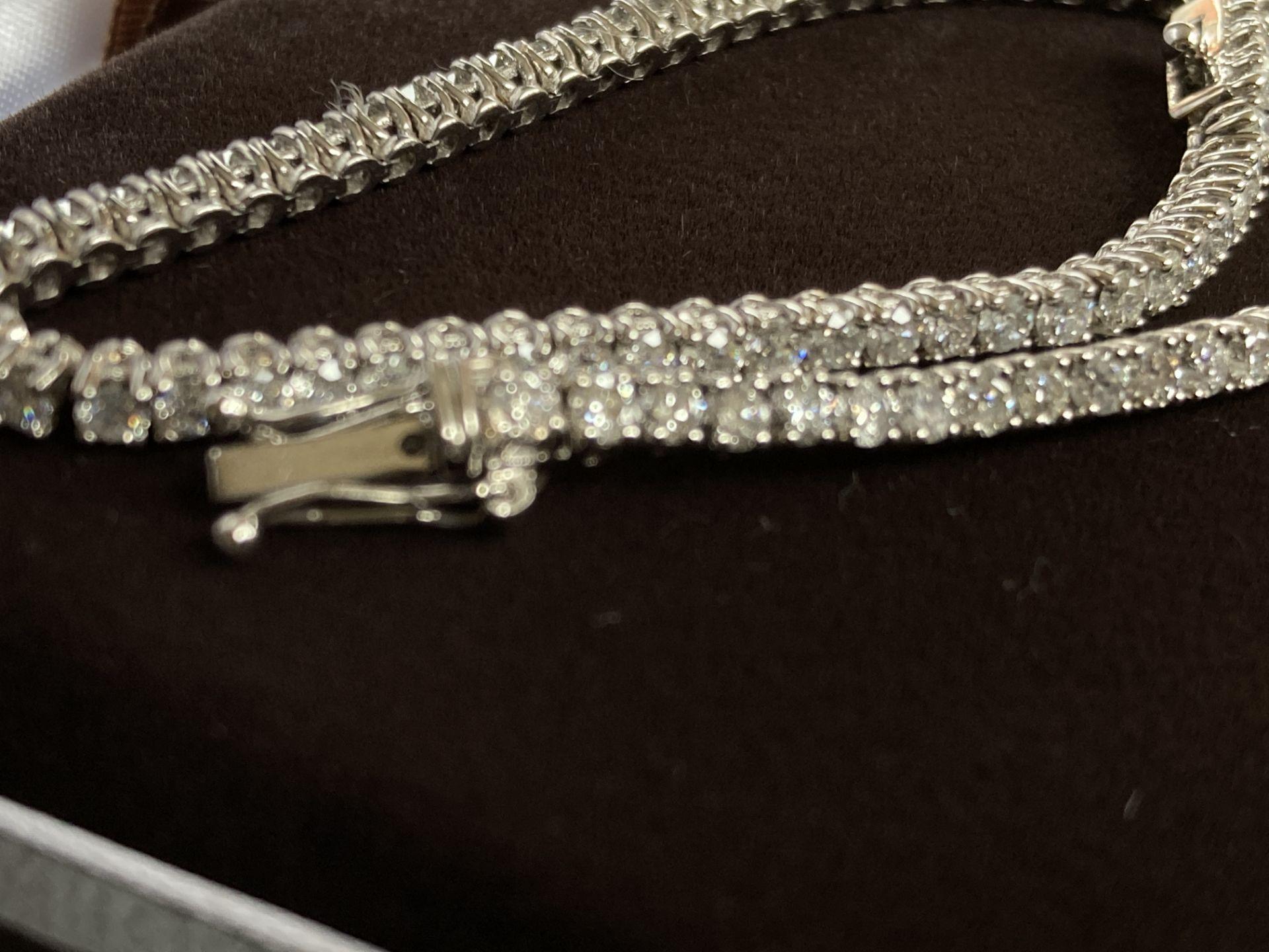 18CT WHITE GOLD 3.2-3.5CT DIAMOND TENNIS BRACELET - Image 5 of 7