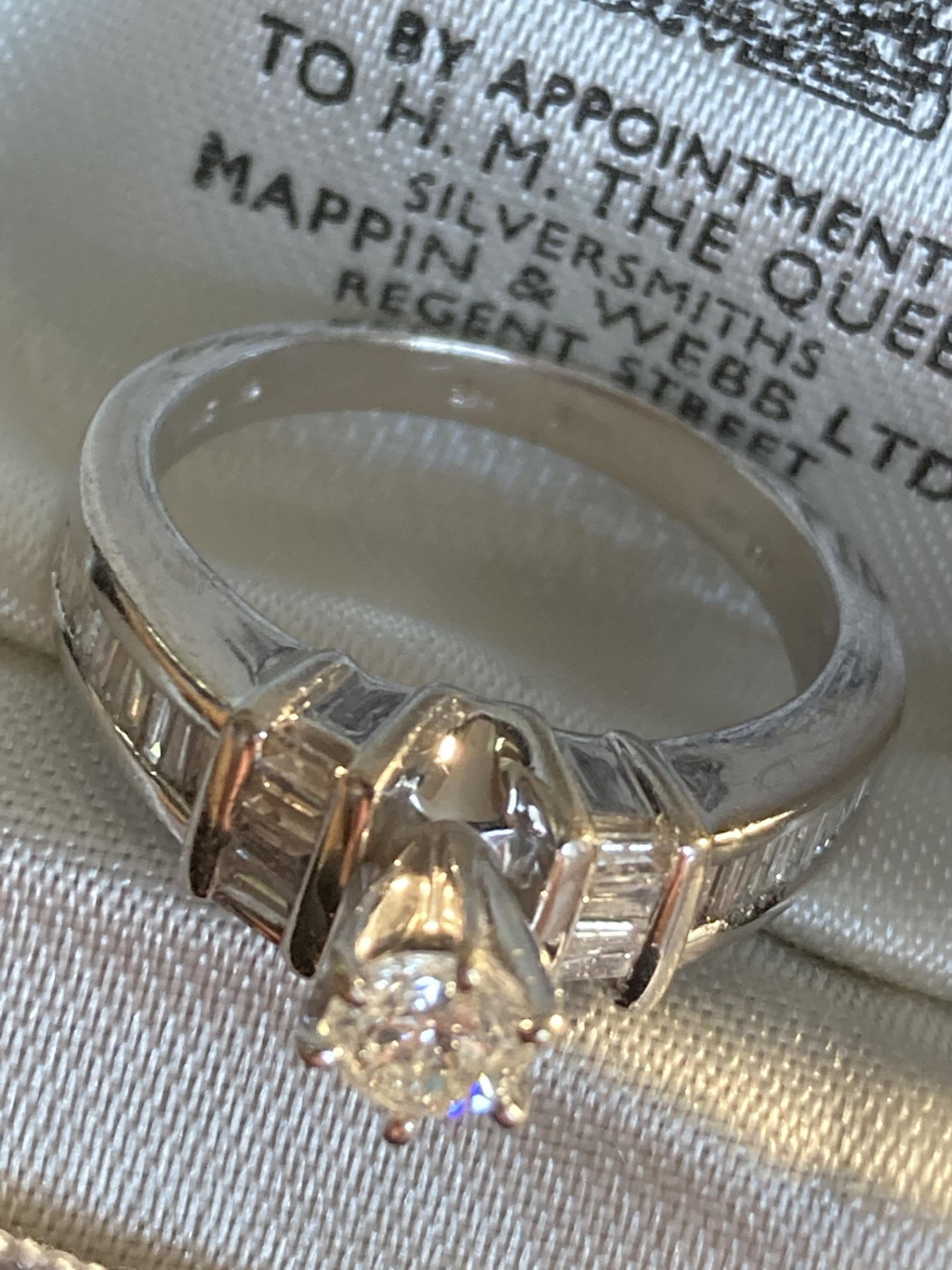 0.7CT DIAMOND RING IN 14CT GOLD - SIZE: N / WEIGHT: 5.2G - Image 3 of 5