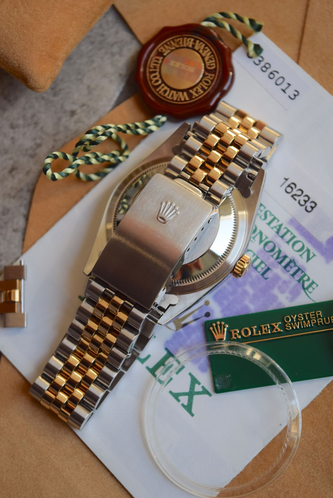 18CT GOLD/ STEEL ROLEX DATEJUST - 36MM, MENS (COMPLETE SET INC BOX, PAPERS, TAGS ETC) - Image 9 of 25