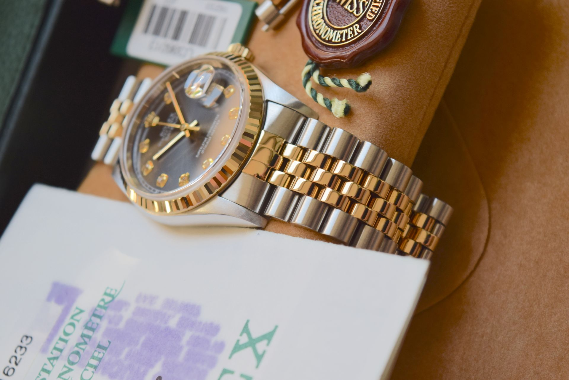 18CT GOLD/ STEEL ROLEX DATEJUST - 36MM, MENS (COMPLETE SET INC BOX, PAPERS, TAGS ETC) - Image 4 of 25