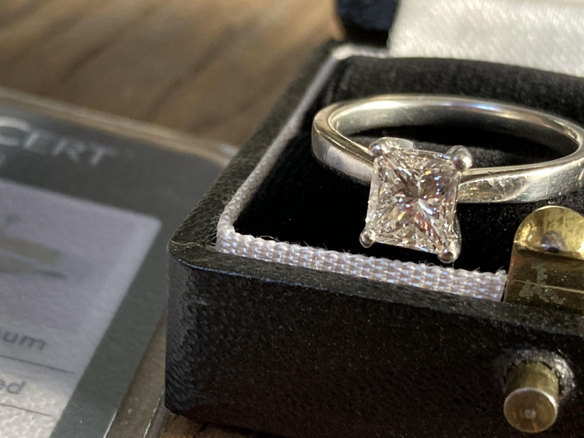 1.04CT (VS/F) PLATINUM PRINCESS CUT DIAMOND SOLITAIRE RING (CERTIFICATED) - Image 9 of 10