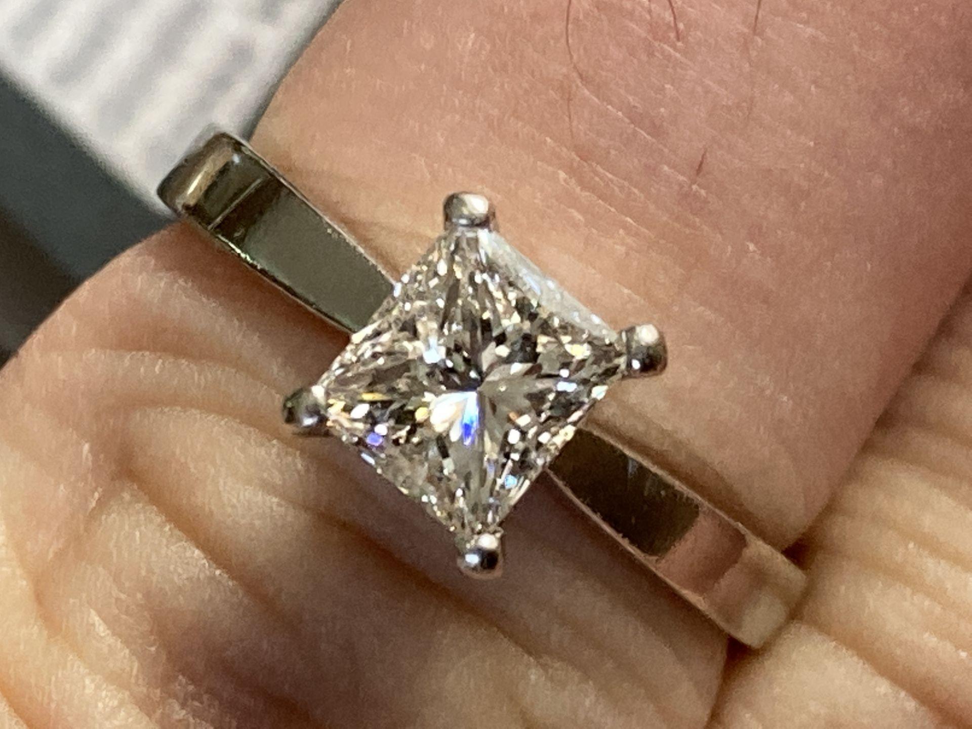 1.04CT (VS/F) PLATINUM PRINCESS CUT DIAMOND SOLITAIRE RING (CERTIFICATED) - Image 5 of 10