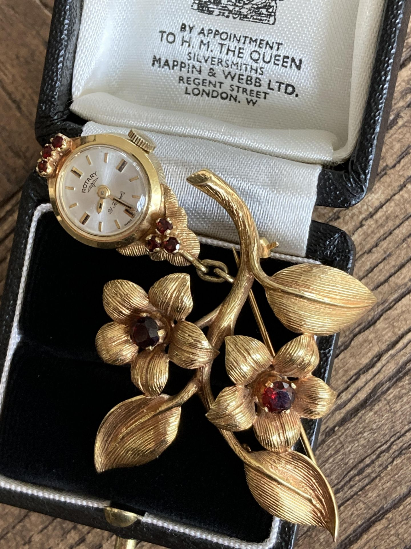 9K ROTARY TIMEPIECE BROOCH - FLOWER & LEAF DESIGN WITH GEM SETTING - Image 3 of 4