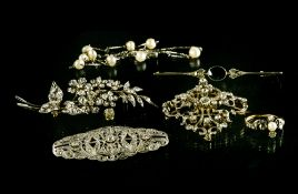 Jewellery set BELLE EPOQUE AND ART DƒCO Includes: A brooch with silver foliage on gold, set with