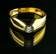 Men's ring 18 kt yellow gold, set with a +/- 0.35 ct diamond. Ring size 63. No hallmark. Weight :