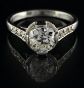 Solitaire ring Platinum, set with an antique-cut diamond of approx. 1.15 ct, flanked by eight