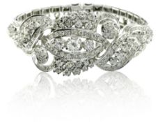 Articulated bracelet 18 kt white gold, set with diamonds. The central diamond is approx. 0.70 ct VS,