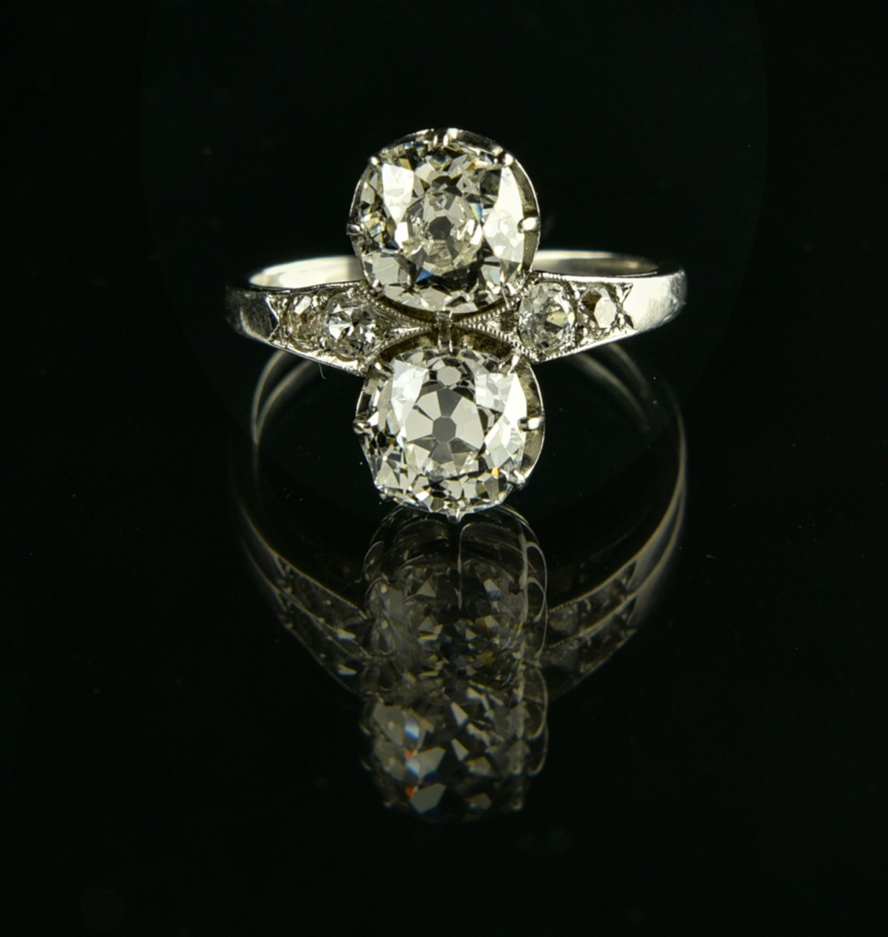 You & Me ring Platinum, set with two antique-cut diamonds of approx. 1.40 and 1.30 ct, flanked by