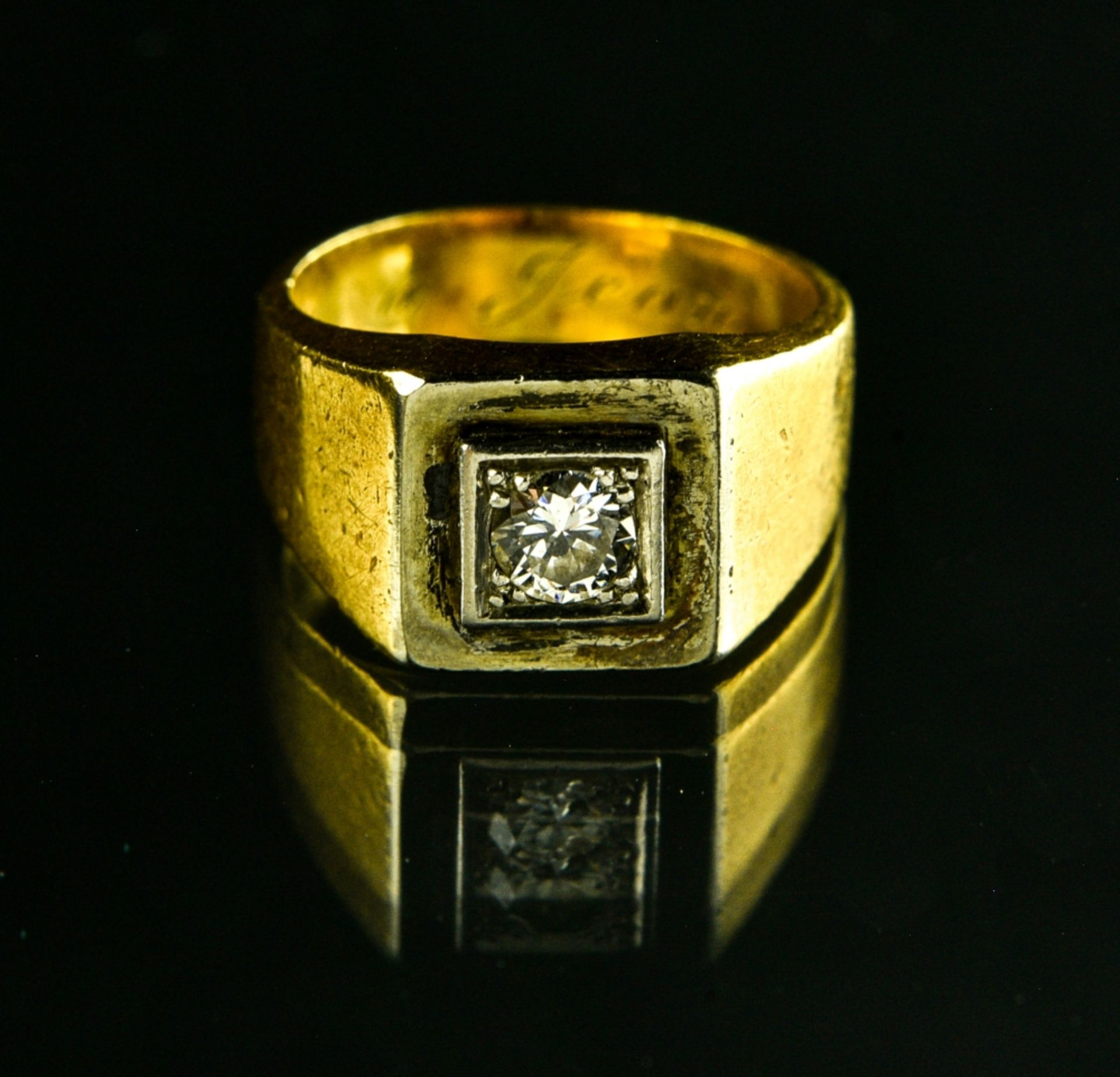 """Lot of 3 rings 18 kt white gold. 1. Signet ring without a hallmark, inscribed """"Yvette ˆ Jean"""" - Image 3 of 4"""
