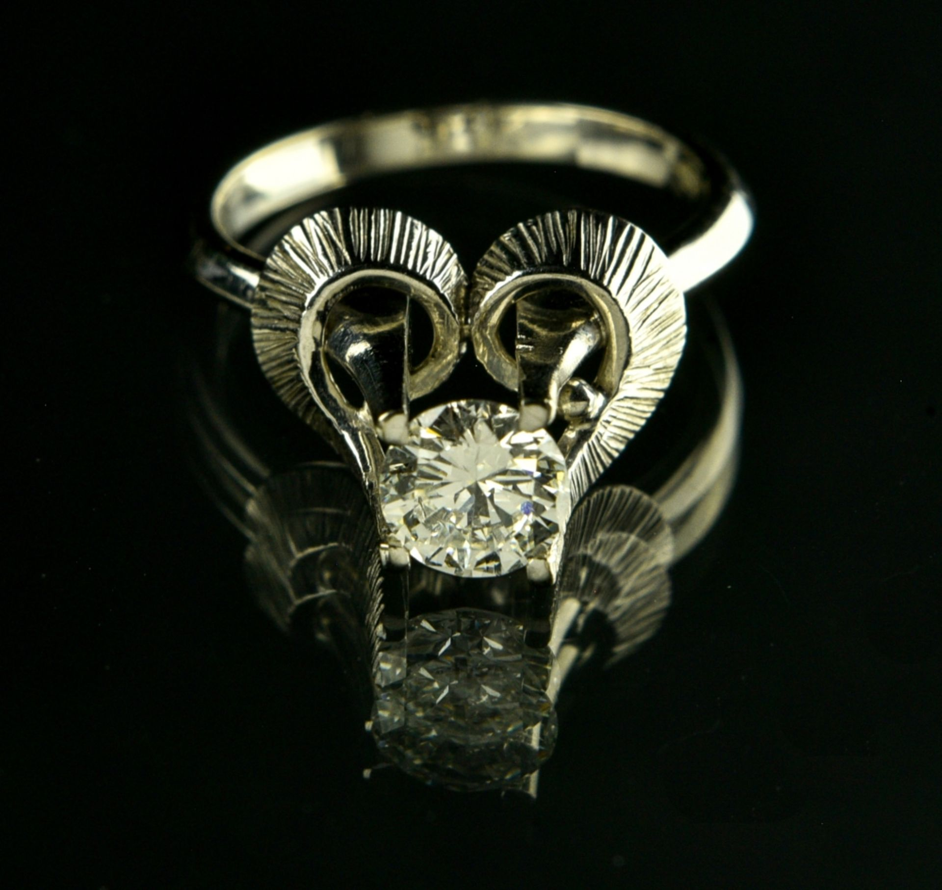 Solitaire ring RUSSIAN WORK, SOVIET ERA 18 kt white gold, set with a diamond weighing approx. 0.80