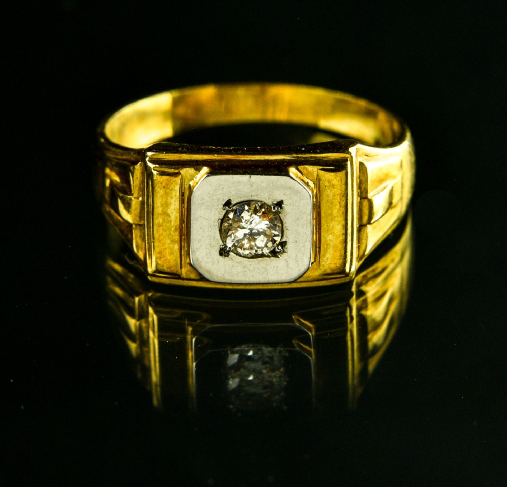 """Lot of 3 rings 18 kt white gold. 1. Signet ring without a hallmark, inscribed """"Yvette ˆ Jean"""" - Image 4 of 4"""