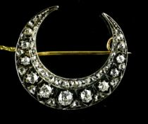 Crescent moon brooch White gold on 18 kt rose gold, set with eleven antique-cut diamonds, with an