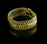 Articulated bracelet 18 kt yellow gold Three chain links need re-welding Width : 1,8 cm L : 18,5