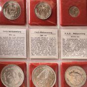 """Konvolut Münzen """"F.A.O. Weltsammlung"""", Teilsammlung mit insg. 27 Münzen und erklärendem Text, da"""