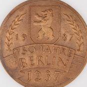 """Medaille """"750 Jahre Berlin"""" Bronze, Hersteller: Bronzegießerei Hans Füssel - Ingrid Günzel/Berli"""