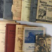 Konvolut Militärbücher und Broschur