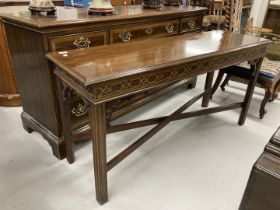 20th cent. Drexel reproduction George III style serving table. 53ins. x 16½ins. x 26½ins.