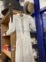Late 19th/Early 20th cent. Fashion: White lawn wedding dress, Peter Pan ruffle collar, elbow