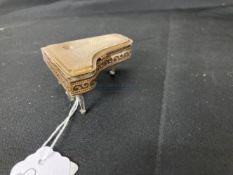 Mid 20th cent. Novelty compact 'Pygmalion' Sonata, yellow metal Grand Piano.