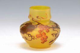 Kleine Jugendstilvase, de Vez, um 1915, farbloses Glas