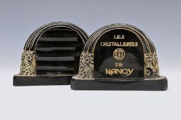 2 Aufsteller, Les Cristalleries de Nancy, um 1920,
