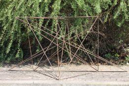 Skulptur, Andreas Helmling,  Eisen/Metall, aus Dreiecken
