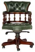 Captain-Chair, England,  Holzelemente z.T. Rüster massiv,