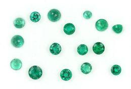 Lot Smaragde zus. ca. 5.91 ct, rundfacett. Schätzpreis: