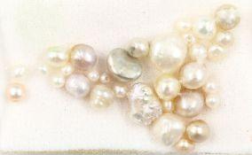 32 natürliche Perlen zus. ca. 21.63 ct,   barock, versch.