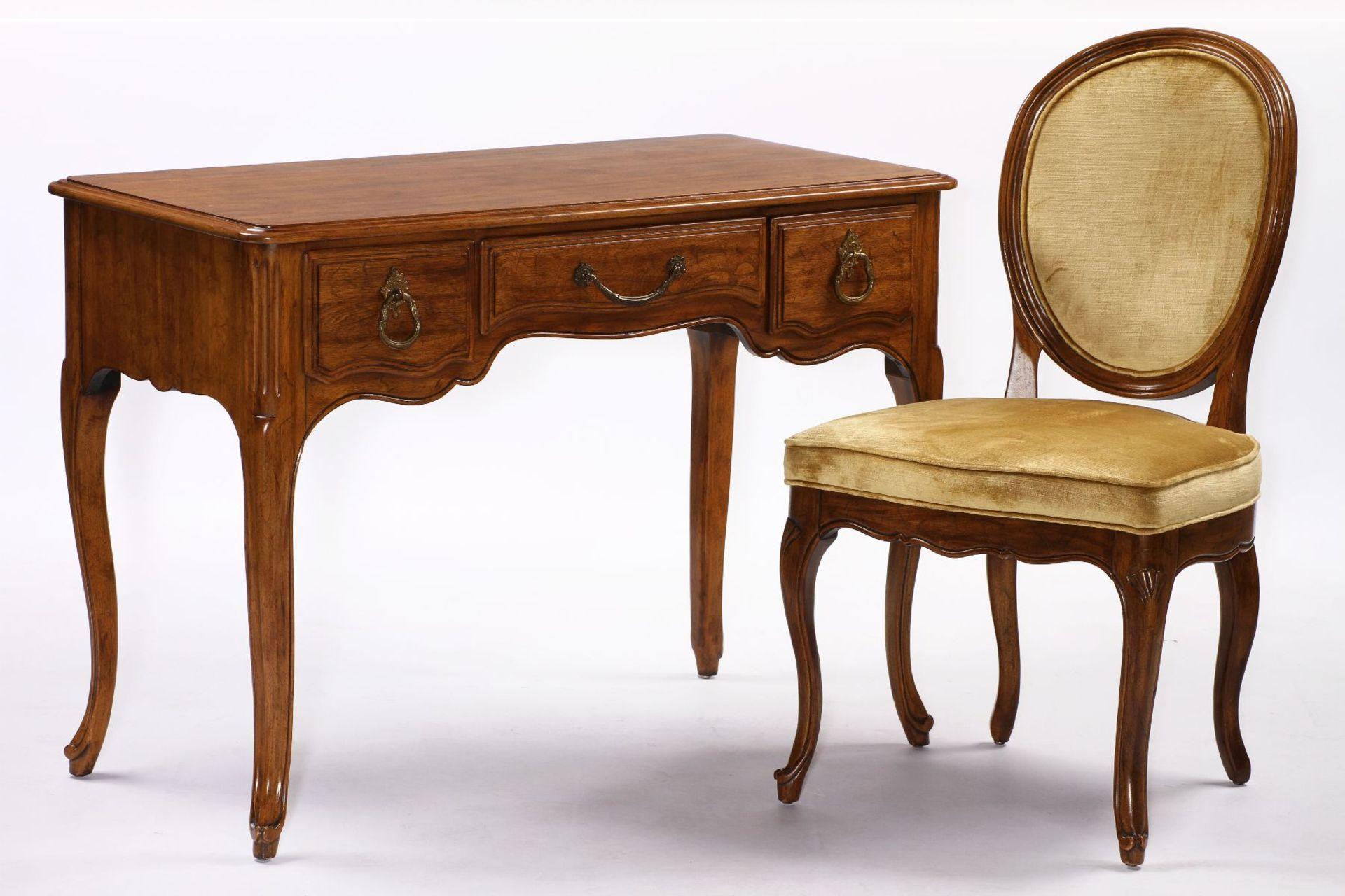 Damenschreibtisch mit Stuhl, 'Davis Cabinet Company',