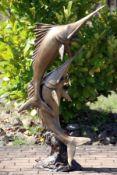 Schwertfische als Brunnenfigur,  Bronze, goldbraun