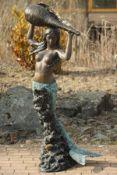 Meerjungfrau als Brunnenfigur,  Bronze, braun, goldbraun