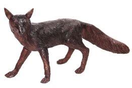 Fuchs,  Bronze, braun patiniert, beobachtend,